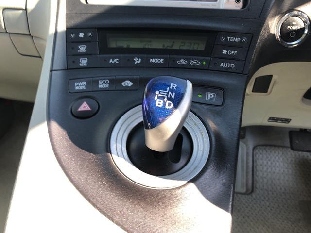 しっかりとまとまった感のあるインパネ。各操作スイッチ等も使いやすい位置に配置されています。