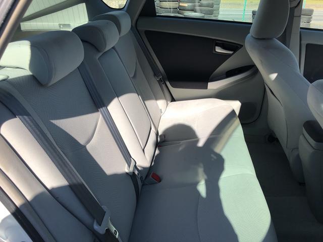 後部座席も広々していて、ご家族や友達と出かける際も最適です。
