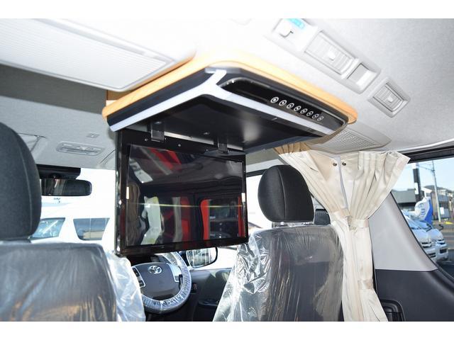 フリップダウンモニター付になりますので、後席の方も快適にドライブをお楽しみ頂けます!
