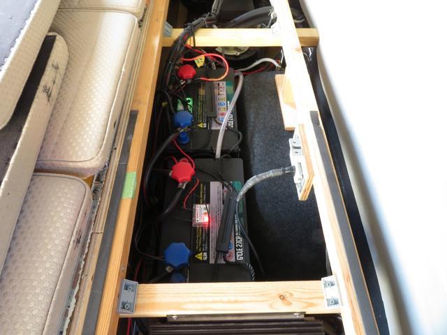 ツインサブバッテリー、コンバーター、走行充電、外部電源付になります!
