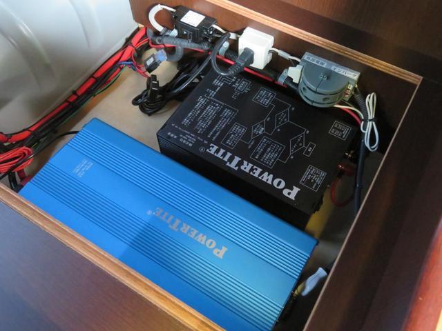 サブバッテリーは2つ搭載!快適なキャンピングカーライフを支えてくれます!