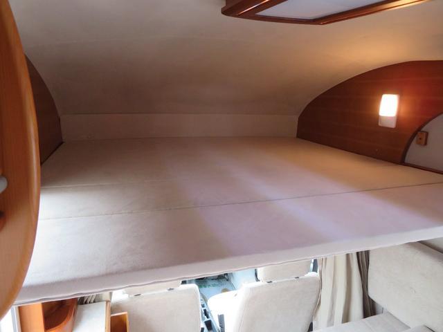 車両上部にもベッド展開が可能です!165cm×157cm