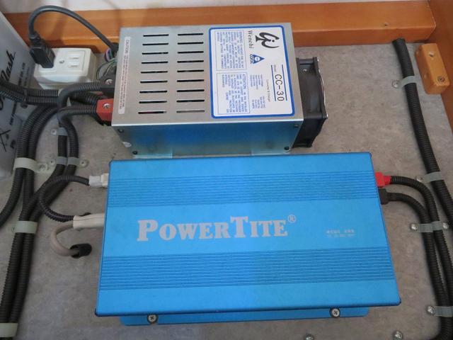 600Wインバーターで100V電源を確保しております!