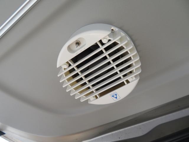 バックドアには排気ファンが取り付けられております!