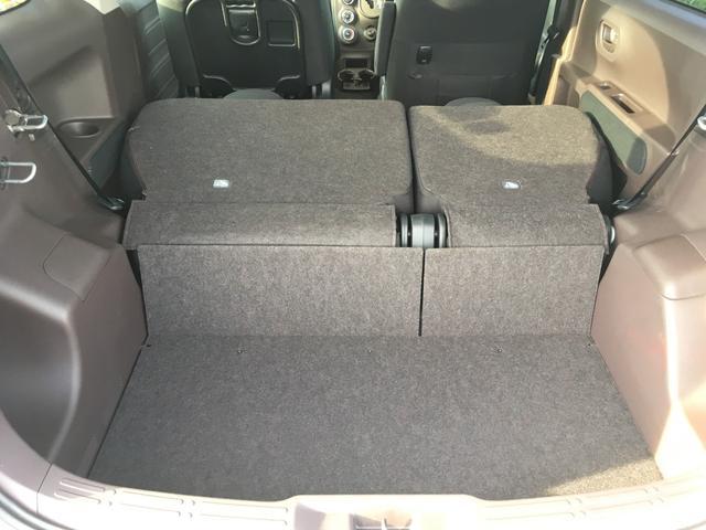 シートを畳めば広い荷室になります