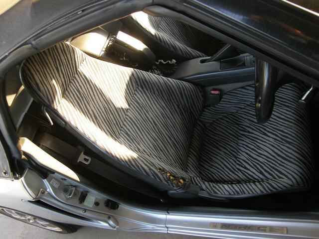 運転席シート、良くある定番の乗り込む部分が擦れて、破けあり。