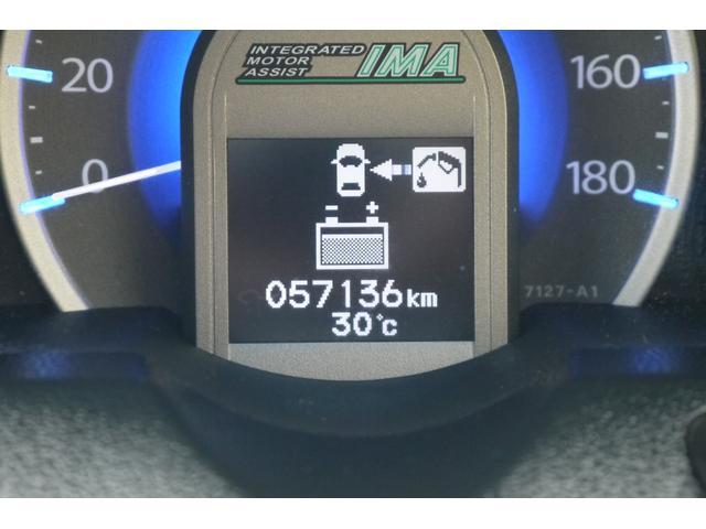 最近はハイブリッドカーを見ることが多くなっております!低燃費がいいですね♪