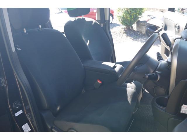 フロントベンチシートなので運転席広々、助手席も広々!