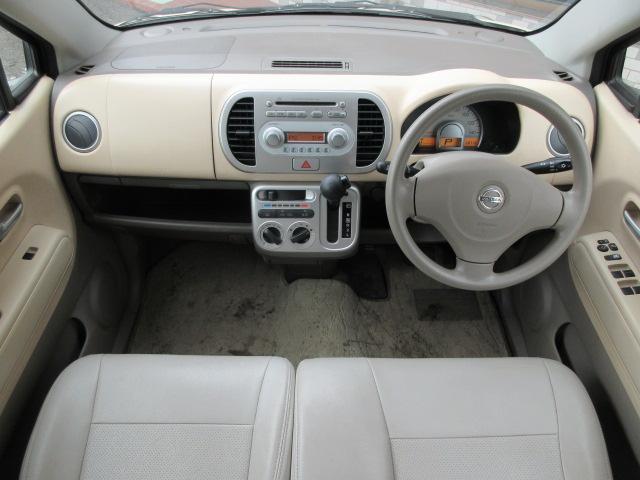 革調シートカバーが装備されております♪内装はベージュを基調とした明るく落ち着いた雰囲気の車内になります♪パネル類も艶やかでキレイな状態です♪前席はベンチシートですので、座席の移動もラクラクです♪