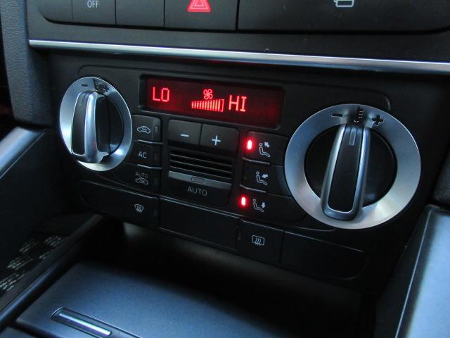 エアコンは左右独立型になっており運転席と助手席で別々の温度設定が可能です♪パネルやスイッチ類には汚れやキズ等も少なくキレイな状態です♪