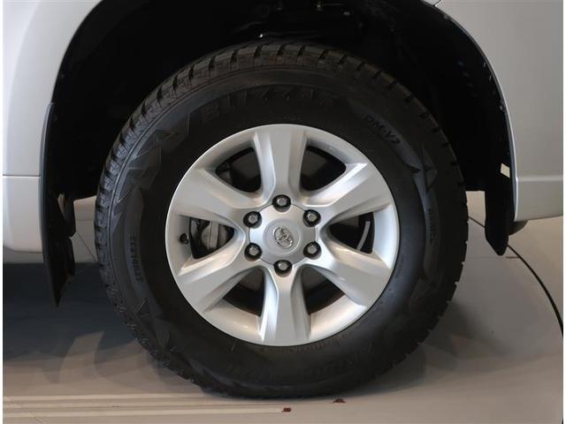 純正のアルミホイールになります。タイヤサイズは265/65R17