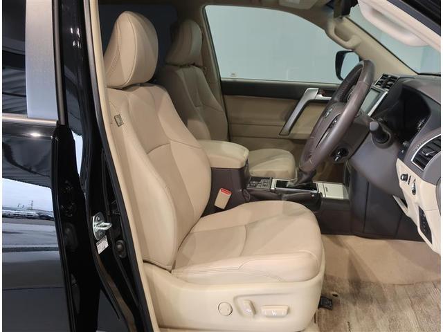 運転席はドライバーの居心地や運転の快適性を左右する大切な場所です。汚れが無いので気持ち良くご使用いただけます。