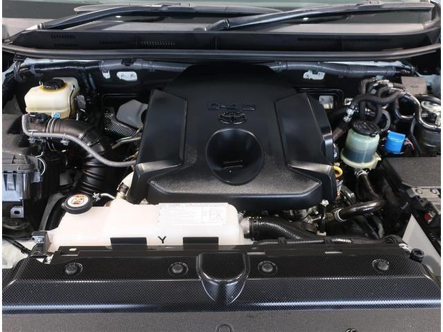 トルクフルな2800ccディーゼルターボエンジンです。
