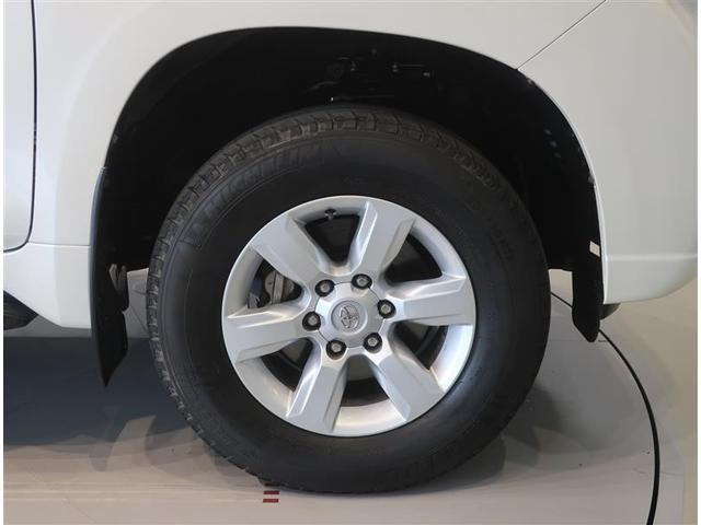 純正のアルミホイール装着車です。タイヤサイズは265/65R17です。