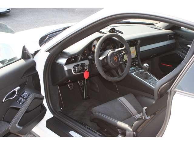 911GT3 クラブスポーツパッケージ 6速マニュアル 左ハンドル ディーラー車 ワンオーナー(7枚目)