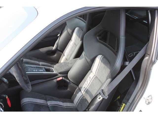 911GT3 クラブスポーツパッケージ 6速マニュアル 左ハンドル ディーラー車 ワンオーナー(15枚目)