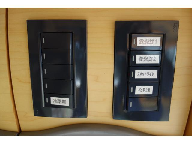 各種ライトスイッチを一カ所に配置してあります!!