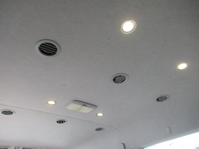 天井にはLED照明も搭載♪