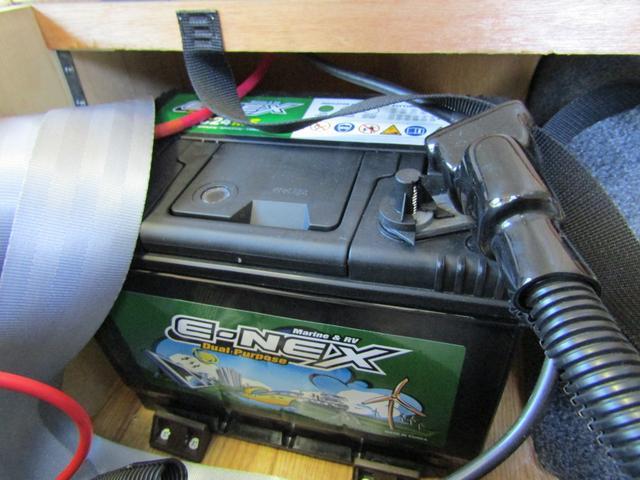 キャンピング ビークル製 ブロス サブバッテリー 外部充電 インバーター 20L給排水ポリタンク シンク コンロ 40L冷蔵庫 架装部テレビ 電子レンジ リアクーラー リアヒーター SDナビ ETC(79枚目)