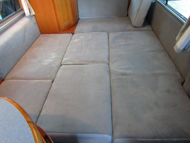 ピーズフィールドクラフト製グルービー キャンピング車 ツインサブバッテリー 走行充電 外部電源 DC40リッター冷蔵庫 シンク 走行用リアクーラー フリップダウンモニター スライドドア 当社下取り車(10枚目)