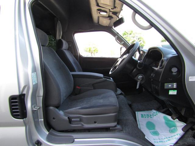 ピーズフィールドクラフト製グルービー キャンピング車 ツインサブバッテリー 走行充電 外部電源 DC40リッター冷蔵庫 シンク 走行用リアクーラー フリップダウンモニター スライドドア 当社下取り車(44枚目)