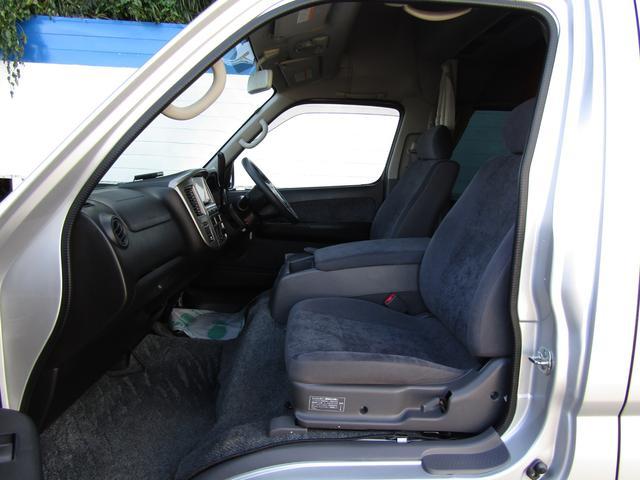 ピーズフィールドクラフト製グルービー キャンピング車 ツインサブバッテリー 走行充電 外部電源 DC40リッター冷蔵庫 シンク 走行用リアクーラー フリップダウンモニター スライドドア 当社下取り車(47枚目)