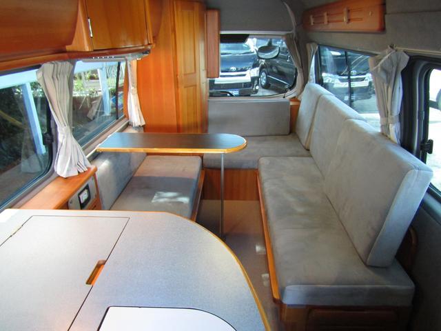 ピーズフィールドクラフト製グルービー キャンピング車 ツインサブバッテリー 走行充電 外部電源 DC40リッター冷蔵庫 シンク 走行用リアクーラー フリップダウンモニター スライドドア 当社下取り車(49枚目)