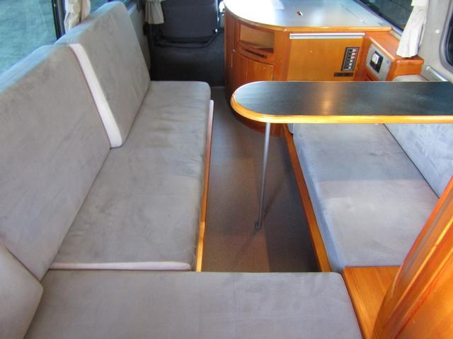 ピーズフィールドクラフト製グルービー キャンピング車 ツインサブバッテリー 走行充電 外部電源 DC40リッター冷蔵庫 シンク 走行用リアクーラー フリップダウンモニター スライドドア 当社下取り車(50枚目)