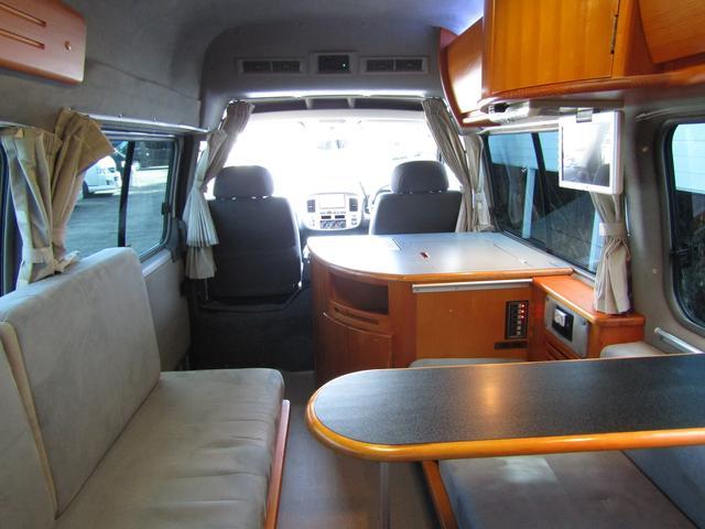 ピーズフィールドクラフト製グルービー キャンピング車 ツインサブバッテリー 走行充電 外部電源 DC40リッター冷蔵庫 シンク 走行用リアクーラー フリップダウンモニター スライドドア 当社下取り車(59枚目)
