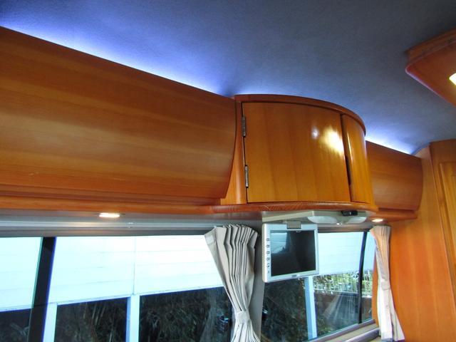 ピーズフィールドクラフト製グルービー キャンピング車 ツインサブバッテリー 走行充電 外部電源 DC40リッター冷蔵庫 シンク 走行用リアクーラー フリップダウンモニター スライドドア 当社下取り車(79枚目)