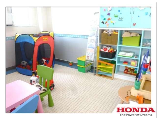 ■ショールームにはキッズルームを用意しております。小さなお子様連れのお客様も安心してお車選びができます★
