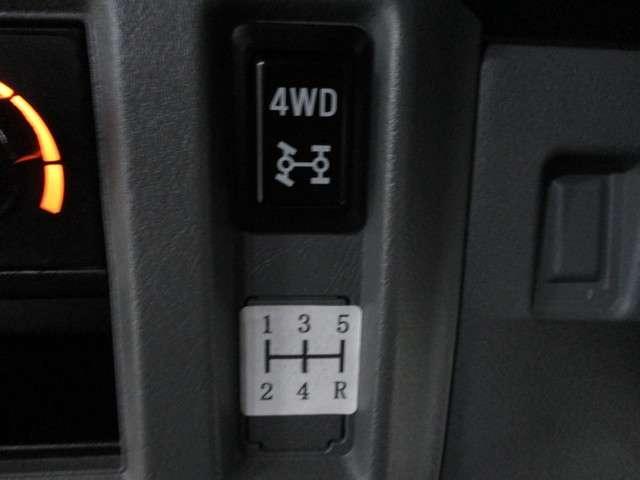 CD ハイルーフ 4WD 5MT ラジオ 両側スライドドア(9枚目)
