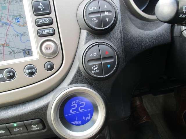 空調はオートエアコンで温度設定をしていただければ自動で調整してくれます。