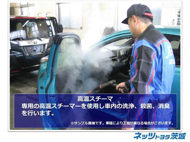【高温スチーマ】専用の高温スチーマを使用し、車内の洗浄、殺菌、消臭を行います。