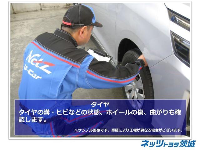 【タイヤ】タイヤの溝・ヒビなどの状態、ホイールの傷、曲がりも確認します。