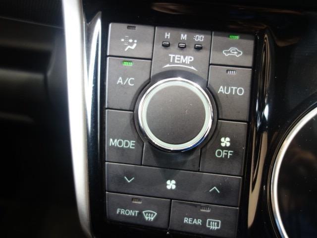 オートエアコンなので温度設定だけすれば、あとはおまかせ!好みの温度を保ちます。