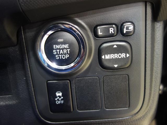 スマートキーを携帯していれば、ドアロックの解除、施錠はもちろん、ブレーキを踏みながらエンジンスタートボタンを押すだけで、エンジンが始動します!