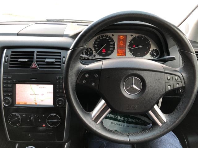 B170 リミテッドブラック 純正ナビ HIDヘッドライト ハーフレザーシート 純正アルミホィール ETC DVD再生 Bluetooth機能 クルーズコントロール オートライト バックフォグランプ 前後クリアランスソナー装着(2枚目)
