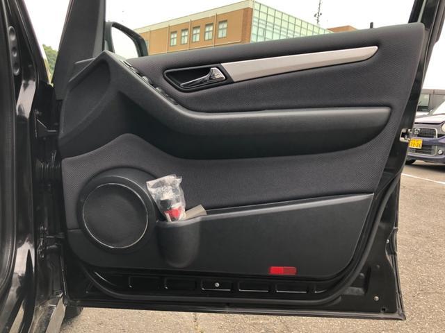 B170 リミテッドブラック 純正ナビ HIDヘッドライト ハーフレザーシート 純正アルミホィール ETC DVD再生 Bluetooth機能 クルーズコントロール オートライト バックフォグランプ 前後クリアランスソナー装着(19枚目)