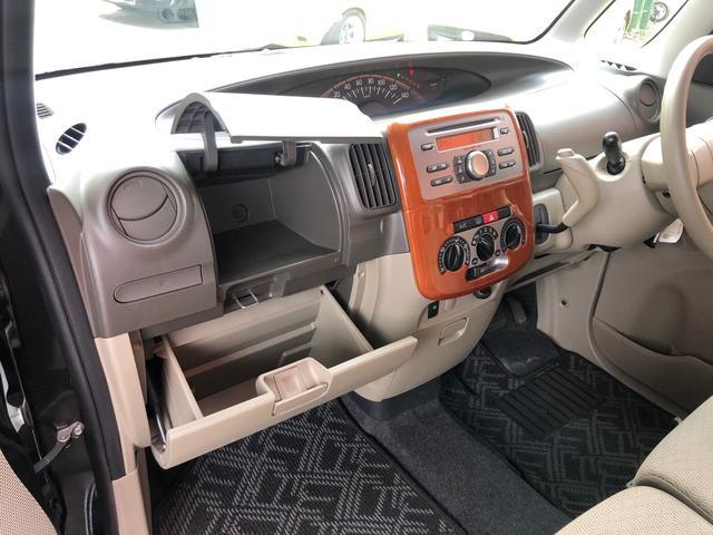 助手席のスペースも小物置きもあるので快適にお乗りいただけます