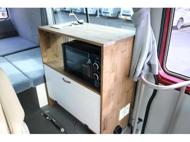 ワンオフキャンパー リヤ観音開き レカロシート ナビ ETC バックカメラ 1500Wインバーター FFヒーター 冷蔵庫 シンク 給排水タンク 外部充電 走行充電(12枚目)