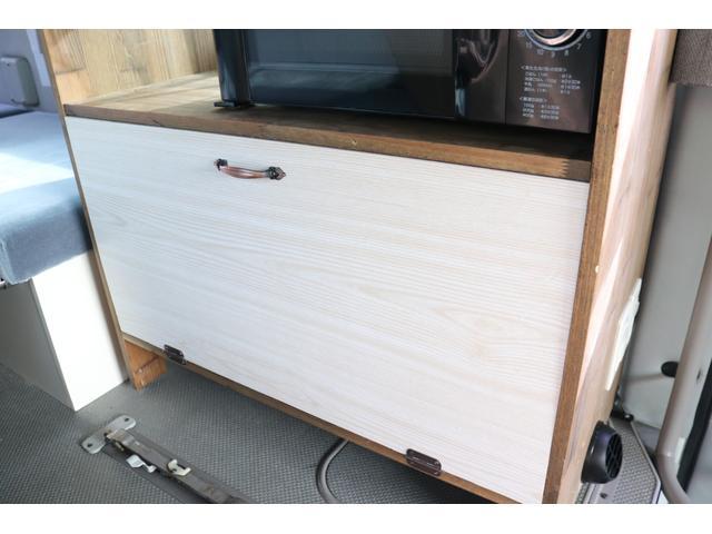 ワンオフキャンパー リヤ観音開き レカロシート ナビ ETC バックカメラ 1500Wインバーター FFヒーター 冷蔵庫 シンク 給排水タンク 外部充電 走行充電(64枚目)
