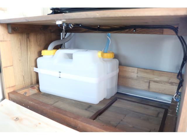 ワンオフキャンパー リヤ観音開き レカロシート ナビ ETC バックカメラ 1500Wインバーター FFヒーター 冷蔵庫 シンク 給排水タンク 外部充電 走行充電(65枚目)
