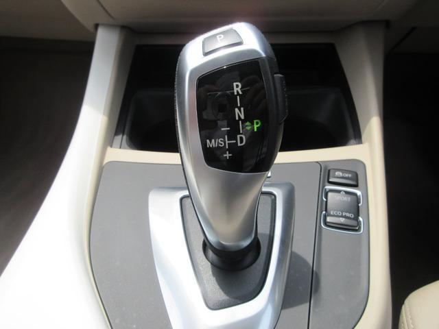 116i ファッショニスタ 限定車 純正HDDナビ リヤビューカメラ ETC オイスターダコタレザーシート キセノンヘッドライト プッシュエンジンスタート 純正17インチアルミ(12枚目)
