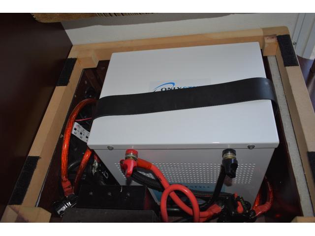 リチウムイオンバッテリー200Ah、CTEK+SMARTPASS搭載!CTEK社製大容量走行充電システムで短時間でサブバッテリーを充電できます