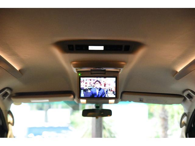 ファミリーにはうれしいフリップダウンモニター付き!ドライブ中は後席がカーシアターに♪