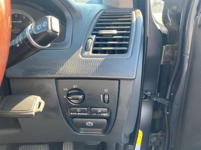 V8 TE AWD 本革パワーシート サンルーフ 純正HDDナビ フルセグTV バックモニター ETC キセノンライト フォグランプ ターンランプ キーレス ルーフレール 社外19インチAW 純正アルミスタッドレス付有(74枚目)