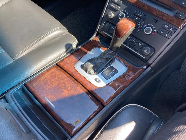 V8 TE AWD 本革パワーシート サンルーフ 純正HDDナビ フルセグTV バックモニター ETC キセノンライト フォグランプ ターンランプ キーレス ルーフレール 社外19インチAW 純正アルミスタッドレス付有(79枚目)