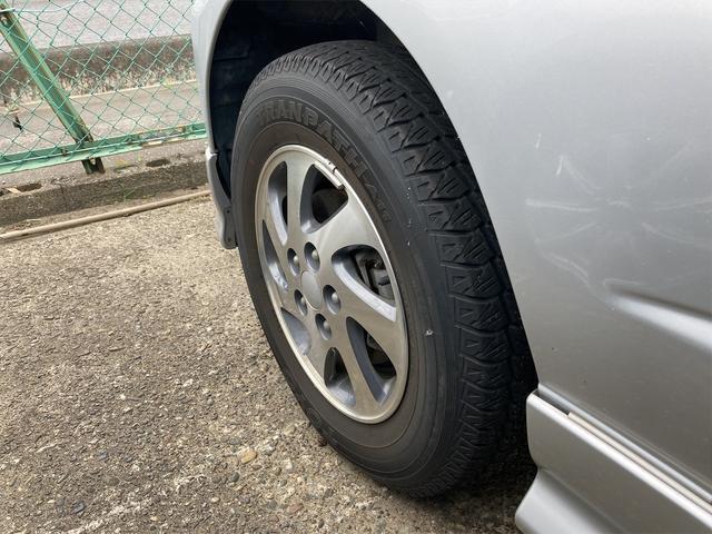 カスタムL キーレス CDオーディオ 背面タイヤ ドアバイザー リアワイパー リアスポイラー フォグランプ 純正15インチアルミ ダブルエアバッグ オートマ車(26枚目)