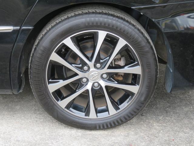 純正のアルミホイールが装備されています。タイヤの溝もたっぷり!